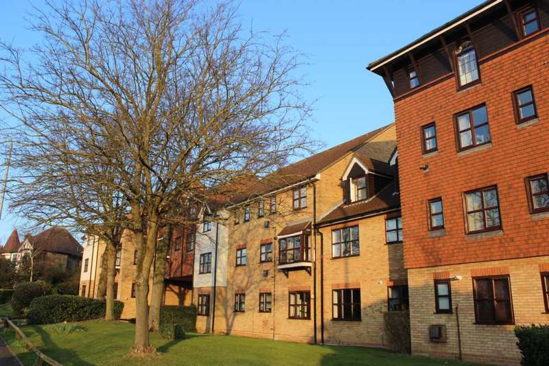 1 Bedroom Apartment Flat for sale in The Ridgeway, Chingford
