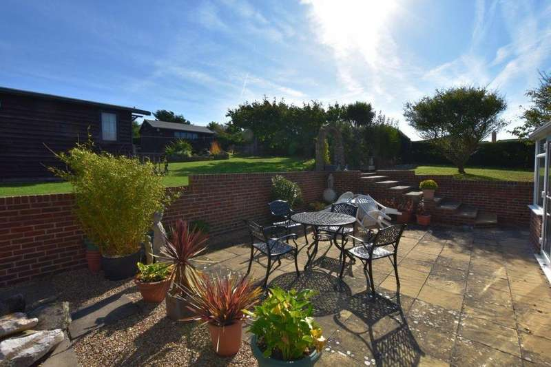 6 Bedrooms Chalet House for sale in Fairlight Avenue, Telscombe Cliffs, East Sussex