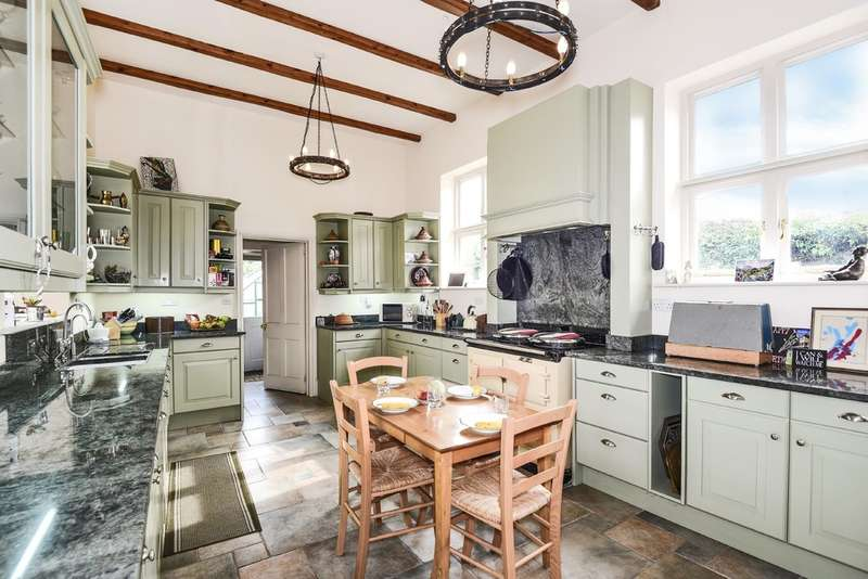 5 Bedrooms Town House for sale in Faringdon
