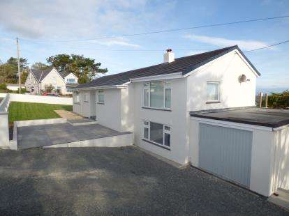 3 Bedrooms Bungalow for sale in Ffordd Cynlas, Benllech, Anglesey, North Wales, LL74