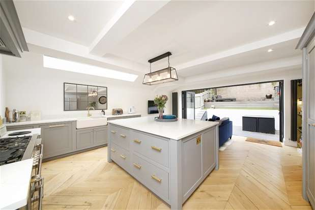 5 Bedrooms Terraced House for sale in Milkwood Road, Herne Hill