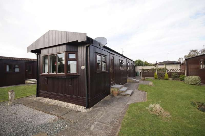 2 Bedrooms Park Home Mobile Home for sale in The Elms, Torksey, Lincoln