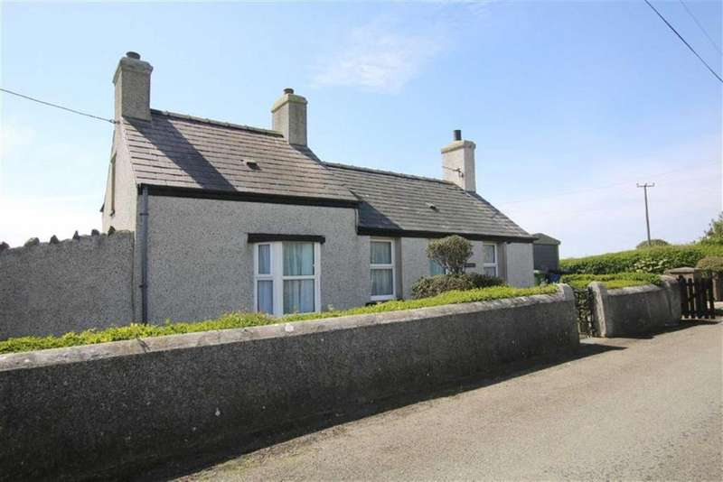 2 Bedrooms Cottage House for sale in Pencarnisiog, Anglesey, LL63