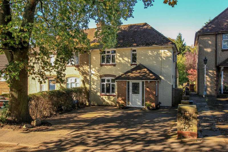 3 Bedrooms Semi Detached House for sale in Chesham Road, Wigginton
