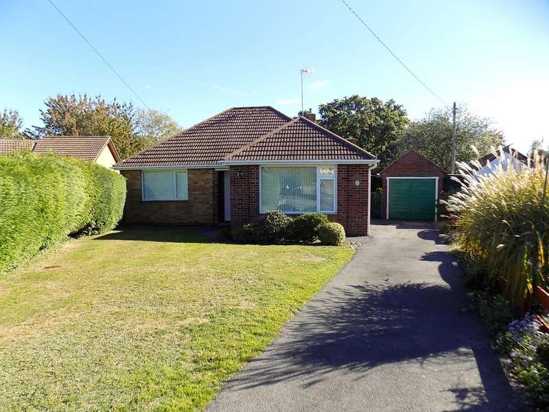 3 Bedrooms Detached Bungalow for sale in Ashleigh Close, Hythe SO45