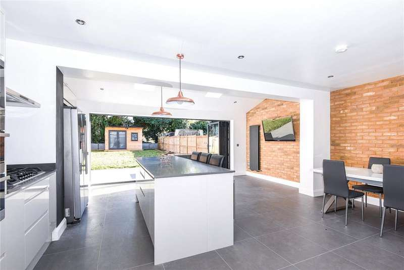 3 Bedrooms Semi Detached House for sale in Mills Spur, Old Windsor, Windsor, Berkshire, SL4