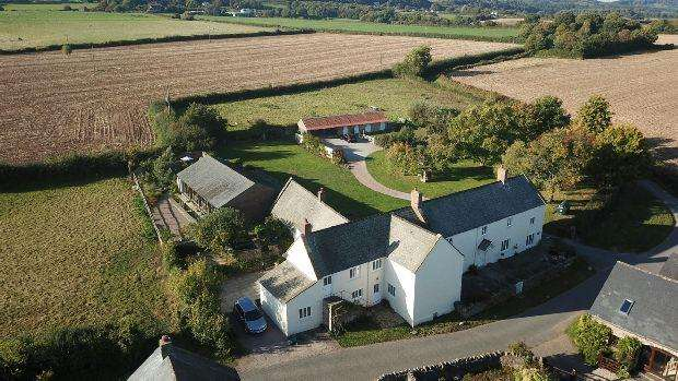 6 Bedrooms Detached House for sale in With Holiday Cottage , Keynsham Lane, Woolaston, Lydney