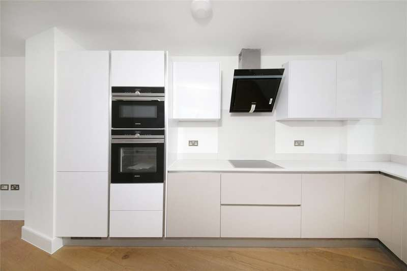 3 Bedrooms Terraced House for sale in Crystal Palace Road, London