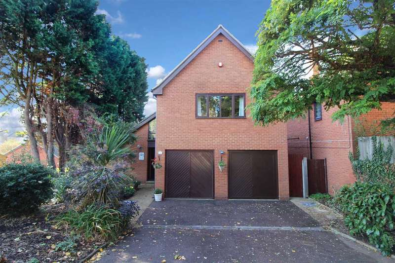 4 Bedrooms Detached House for sale in Brackenhayes Close, Ipswich