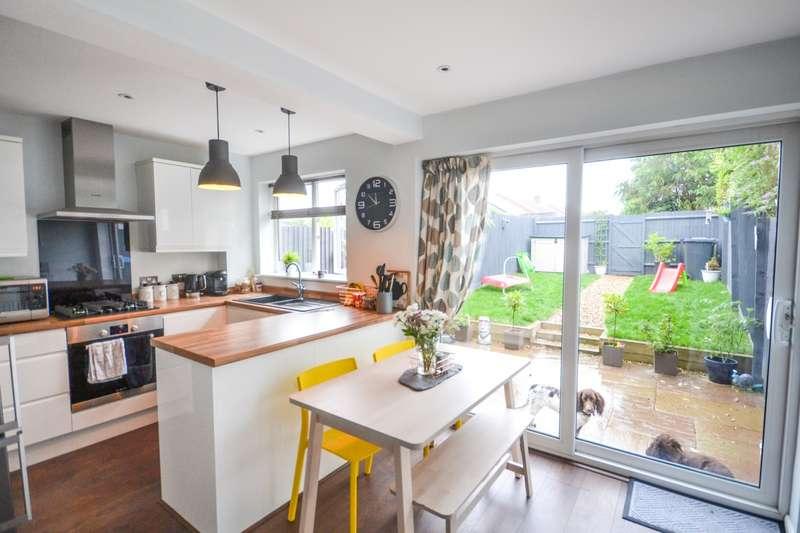 2 Bedrooms House for sale in Farne Close, Hailsham, BN27
