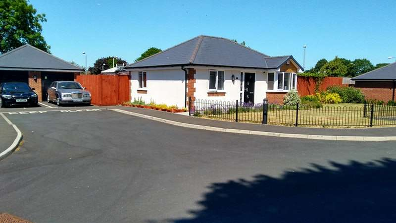 4 Bedrooms Bungalow for sale in Amphion Mews, West Bromwich, West Midlands, B71