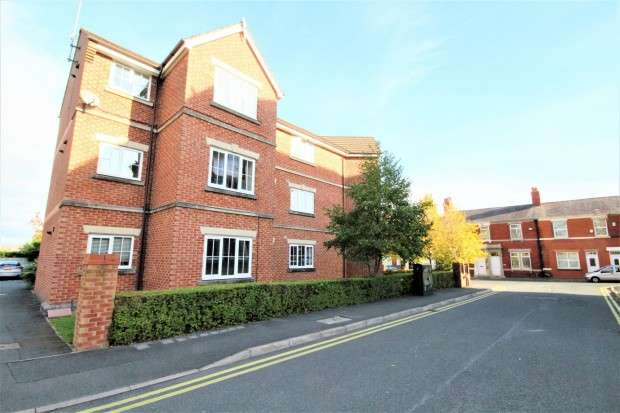 2 Bedrooms Apartment Flat for sale in Royal Drive, Preston, PR2