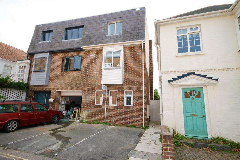 3 Bedrooms Semi Detached House for sale in Nile Street, Emsworth