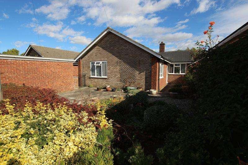 2 Bedrooms Bungalow for sale in 17 Quintin Close, Bracebridge Heath, Lincoln