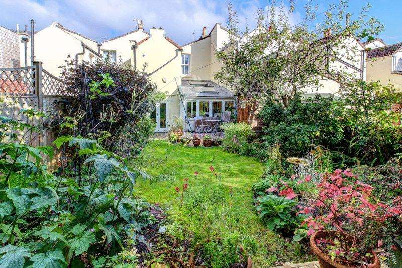 3 Bedrooms Terraced House for sale in Queen Victoria Road, Westbury Park