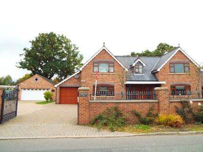 4 Bedrooms Detached House for sale in Pickmere Lane, Wincham, Cheshire