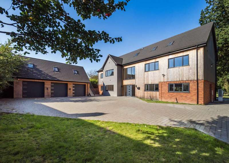 5 Bedrooms Detached House for sale in Church Road, Blofield