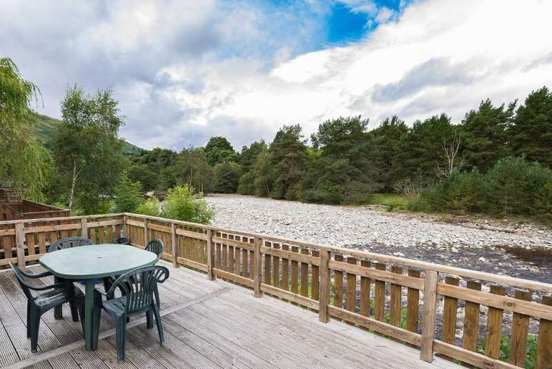 3 Bedrooms Detached Bungalow for sale in River Tilt Park, Bridge of Tilt, Pitlochry PH18