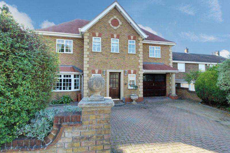 5 Bedrooms Detached House for sale in Starling Lane, Cuffley