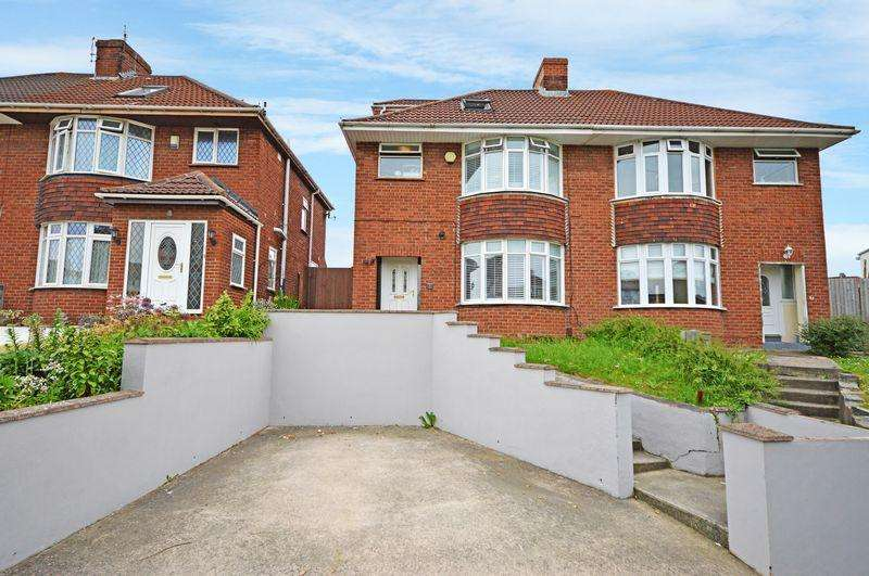 4 Bedrooms Semi Detached House for sale in Queens Road, Bristol