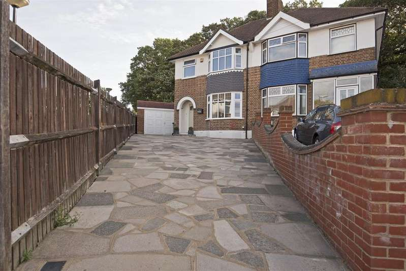 3 Bedrooms Semi Detached House for sale in Dumbreck Road, London