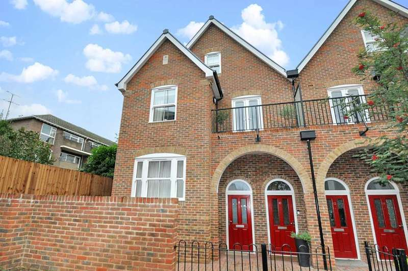 4 Bedrooms Apartment Flat for sale in Stuart Road, High Wycombe