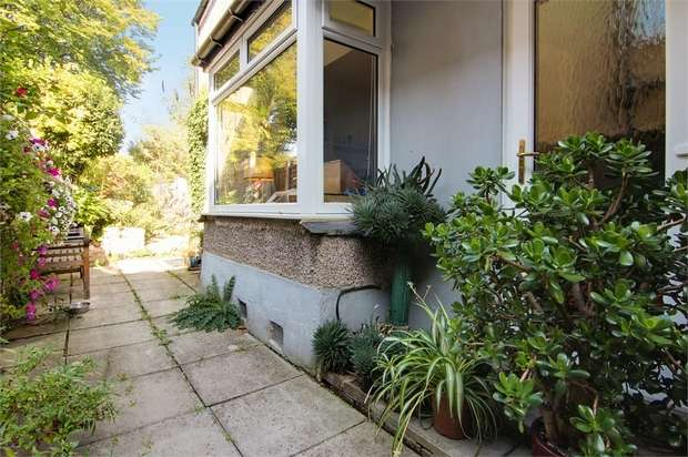 2 Bedrooms Flat for sale in Church Hill, Walthamstow, London