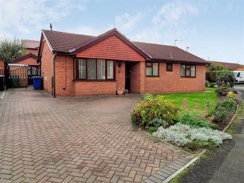 3 Bedrooms Detached Bungalow for sale in Firsby Avenue, Bredbury, Stockport