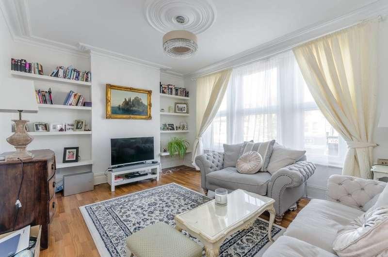 3 Bedrooms Flat for sale in Garratt Lane, Earlsfield, SW18