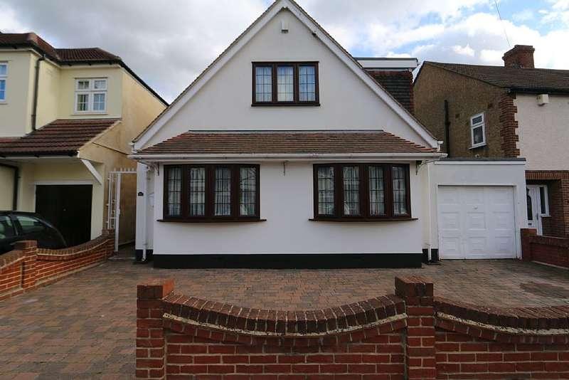 4 Bedrooms Detached House for sale in Blacksmiths Lane, Rainham, Essex, RM13 7AH