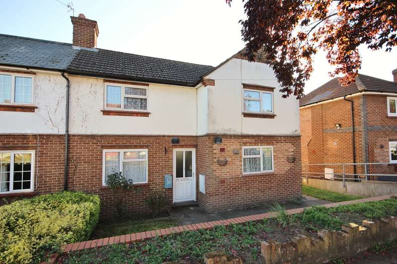 3 Bedrooms Semi Detached House for sale in The Crescent, Ampthill, Bedfordshire, MK45