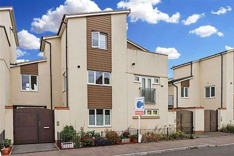 3 Bedrooms Semi Detached House for sale in Butter Row, Wolverton, Milton Keynes, Bucks