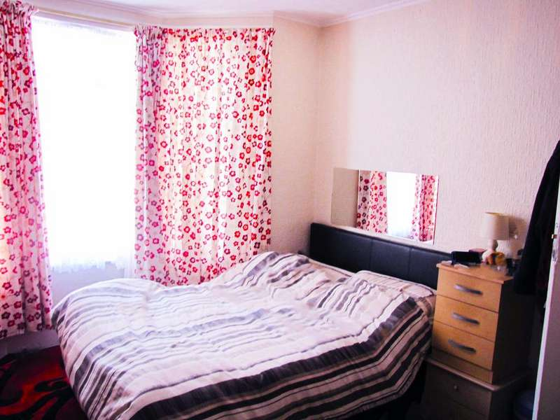 3 Bedrooms Terraced House for sale in Fourth Avenue, London, E12
