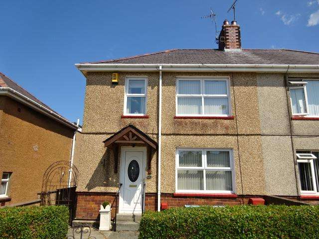 3 Bedrooms Semi Detached House for sale in STRAND STREET, BANGOR LL57