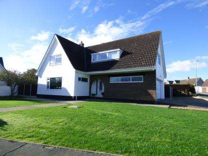 4 Bedrooms Detached House for sale in Hunters Chase, Trearddur Bay, Holyhead, Sir Ynys Mon, LL65