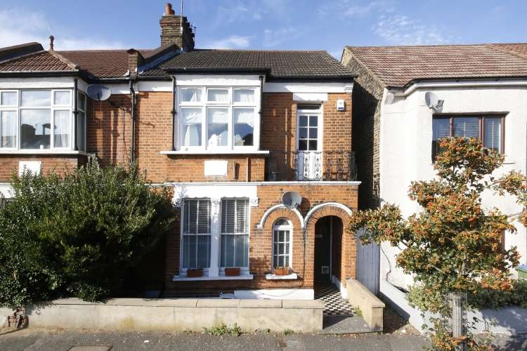 2 Bedrooms Maisonette Flat for sale in Bramshot Avenue London SE7