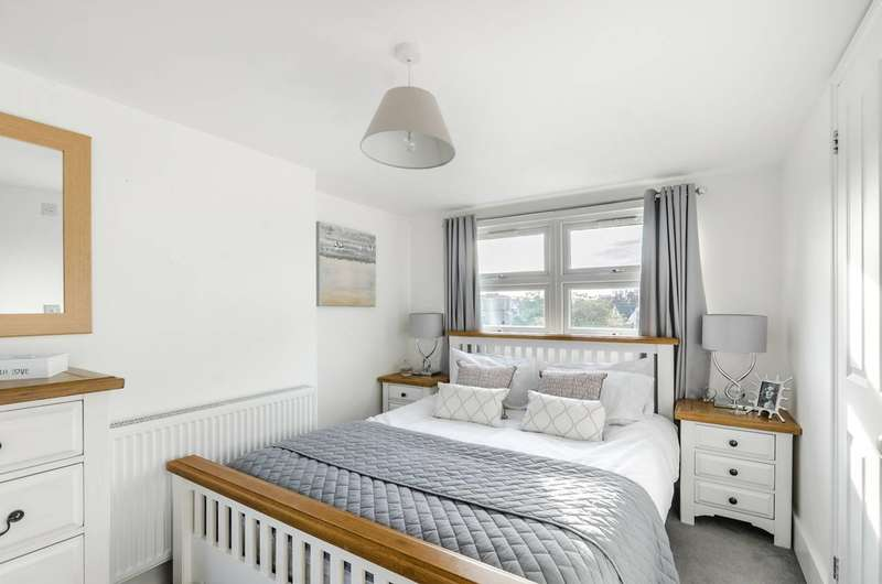 3 Bedrooms House for sale in Denison Road, Colliers Wood, SW19