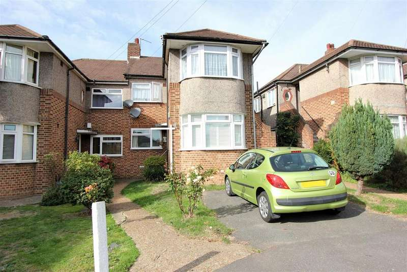 3 Bedrooms Flat for sale in Holmesdale Close, London