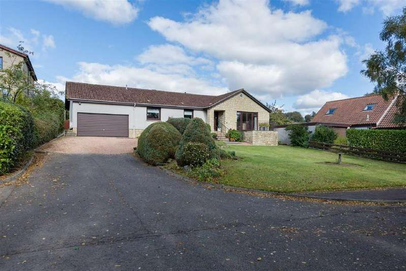 3 Bedrooms Bungalow for sale in Middlefield Brae, Cupar, Fife