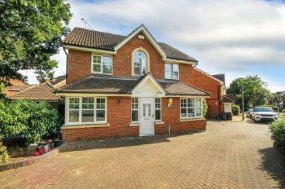 4 Bedrooms Detached House for sale in Ilford, Essex