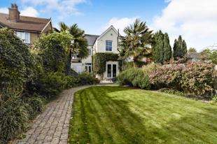 3 Bedrooms Detached House for sale in Ringstead Road, Sutton, Surrey
