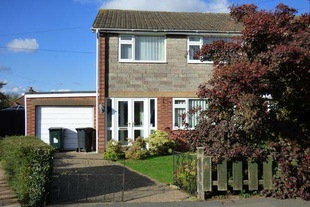 3 Bedrooms Semi Detached House for sale in Amanda Drive, Louth, LN11