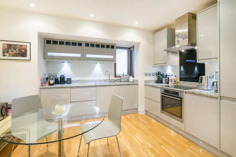 2 Bedrooms Flat for sale in Bennets Courtyard, Watermill Way, London, SW19