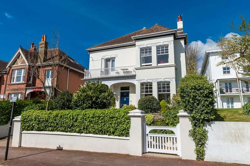 5 Bedrooms Detached House for sale in West Drive, Brighton, BN2