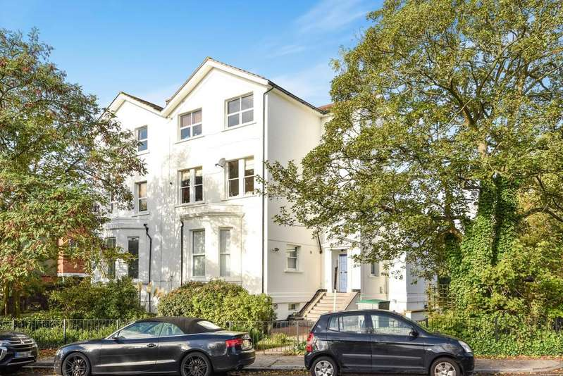 3 Bedrooms Flat for sale in Lawrie Park Road London SE26