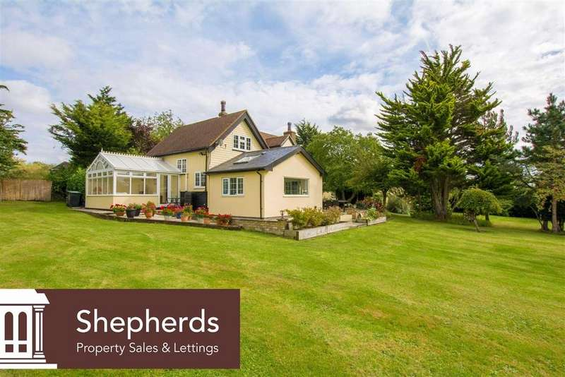3 Bedrooms Detached House for sale in Tylers Road, Roydon, Essex, CM19