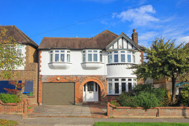 4 Bedrooms Detached House for sale in Pine Gardens, Surbiton