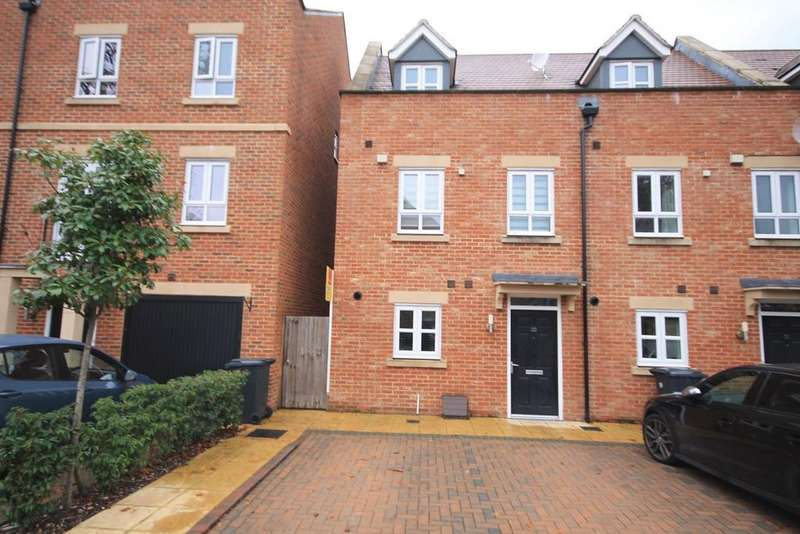 3 Bedrooms Town House for sale in Denman Drive, Newbury, RG14