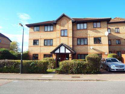 1 Bedroom Flat for sale in Dalrymple Close, Southgate, London, .