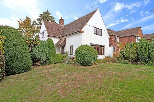 3 Bedrooms Detached House for sale in Crawshay Drive, Emmer Green, Reading